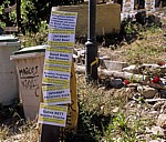 Jakobsweg (Camino Francés): Hinweisschilder für die Albergue do Brasil - Vega de Valcare