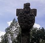 Jakobsweg (Camino Francés): Cruceiro de Lameiros (historisches Pilgerkreuz) - Detail - Ligonde