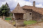 Jakobsweg (Camino Francés): Hórreo primitivo (einfacher Getreidespeicher) - Leboreiro