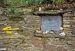 Jakobsweg (Camino Francés): Gedenktafel für einen 1993 verstorbenen Pilger - Salceda