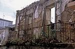 Verfallenes Haus mit Balkon - Finisterre