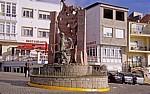 Plaza de Santa Catalina: Monumento a los emigrantes - Finisterre
