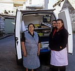 Jakobsweg (Caminho Português): Mobile Fischhändlerin mit ihrer Kundschaft - Ponte Sampaio