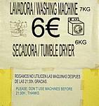 Jakobsweg (Caminho Português): Albergue Caldas de Reis – Hinweisschild für Waschmaschine und Trockner - Caldas de Reis