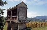 Jakobsweg (Caminho Português): Hórreo (Getreidespeicher) - Ponte Valga