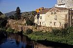 Jakobsweg (Caminho Português): Häuser am Río Sar - Padrón