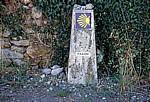 Jakobsweg (Caminho Português): Auf dem Weg nach Milladoíro - Camino-Wegstein - Galicia
