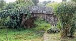Jakobsweg (Camino a Fisterra): Puente romano (Römische Brücke) - Aguapesada