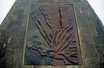Jakobsweg (Camino Francés): Monte do Gozo – Pilgerdenkmal: Detail - San Marcos