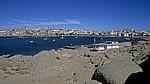 Blick über die Haifischinsel auf den Roberthafen und den Ort Lüderitz - Lüderitz