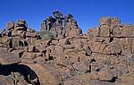 Spielplatz der Riesen: Dolerit-Felsen (im oberen Bereich mit Wüstenlack überzogen) - Karas