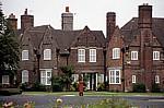 King George's Drive: Briefkasten vor den Wohnhäusern - Port Sunlight