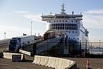 Terminal Roulier du Port Ouest: Lkws fahren von einer Fähre - Dünkirchen