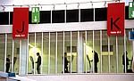 Frankfurter Buchmesse (Halle 8.0): Messebesucher an Terminals - Frankfurt/Main