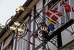 Landrat Schultz Straße: Hotel Drei Kronen - Nasenschild und Flaggen - Tecklenburg