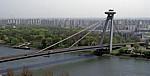 Blick vom Burgberg: Nový Most (Neue Brücke) über die Dunaj (Donau) - Bratislava