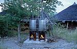 Planet Baobab: Heißwasserzubereitung für die Duschen - Gweta