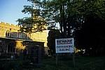 Schild Beware -Overhanging Building (Vorsicht - Überhängendes Gebäude) - Finchingfield