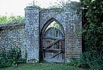 Clare Priory (Priorat): Holztür zum Prioratsgarten - Clare