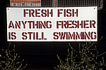 Werbetafel für frischen Fisch: Fresh Fish - Anything fresher is still swimming - Aldeburgh