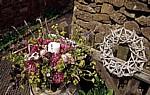 Castle Cottage: Blumengesteck mit Kerze - Oakham