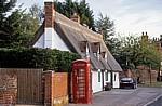 The Street: Britische Telefonzelle - Stoke-by-Clare