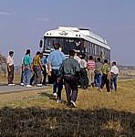 Busfahrt Mutare - Harare: Die Mitreisenden schieben den Bus an  - Manicaland Province