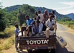 Pickup mit Fahrgästen und Gepäck - Mangochi District