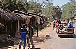 M 5: Verkaufshütten für Holzschnitzereien am Straßenrand - Northern Region