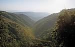Blick von den Manchewe Falls (Wasserfällen) in Richtung Malawisee: Landschaft - Livingstonia