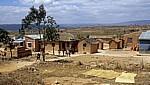 Bewohnern vor ihren Häusern - Mbeya