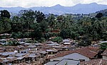 Häuser mit Wellblechdächern - Matombo