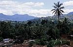Blick über das Dorf auf die Uluguru Mountains (Gebirgskette) - Matombo