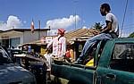 Kigamboni Ferry Terminal (Fähranleger): Sonnenbrillen-Verkäufer (Informeller Sektor) - Daressalam
