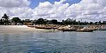 Fähre Kigamboni - Kivukoni: Boote im Hafen und am Strand  - Daressalam