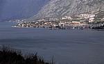 Blick auf die Boka Kotorska (Bucht von Kotor) und die Stadt Kotor - Lovcen-Gebirge