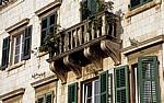 Stari Grad (Altstadt): Fassade mit Balkon - Kotor