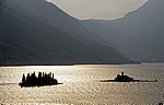 Boka Kotorska: Inseln Sveti Dorde (Heiliger Georg, links) und Gospa od Skrpjela (rechts) - Bucht von Kotor