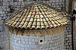 Stari Grad (Altstadt): Blick v. d. Stadtmauer - Dominikanski samostan i crkva u Dubrovniku (Dominikanerkloster): Dach - Dubrovnik