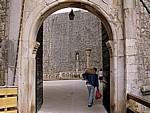 Stari Grad (Altstadt): Blick durch Vrata od Pila (Gradska vrata od Pila, Pile-Tor) - Dubrovnik