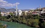 Stari Grad (Altstadt): Blick v. d. Stari most (Alte Brücke) - Koski Mehmed-pasina dzamija (Koski-Mehmed-Pascha-Moschee) - Mostar