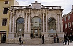 Stari Grad (Altstadt): Narodni trg u Zadru (Volksplatz) - Gradska loza (Stadtwache) - Zadar