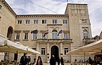 Stari Grad (Altstadt): Narodni trg u Zadru (Volksplatz) - Zadarska gradska vijecnica (Rathaus) - Zadar