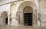 Stari Grad (Altstadt): Sveta Stosija ili Sveta Anastazija (Kathedrale St. Anastasia) - Eingangsportal  - Zadar