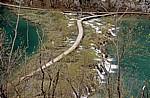 Donja jezera (Untere Seen): Holzsteg zwischen Kaluderovac (links) und Novakovica brod - Nationalpark Plitvicer Seen