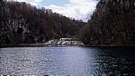 Donja jezera (Untere Seen): Kaluderovac mit den Wasserfällen zu dem dahinterliegenden Gavanovac - Nationalpark Plitvicer Seen