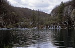 Donja jezera (Untere Seen): Gavanovac mit den Wasserfällen zu dem dahinterliegenden Milanovac - Nationalpark Plitvicer Seen